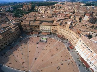 Obrazek: Aerial View of Piazza del Campo, Siena, Italy